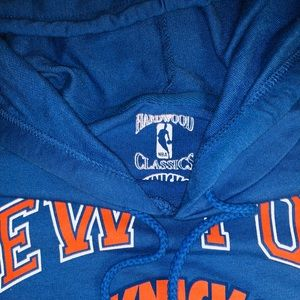 Hardwood Classics Tops - NWOT New York Knicks Cropped Hoodie — Size L